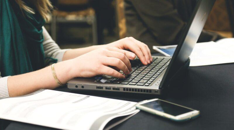 desk email laptop 7112 1